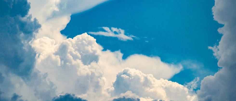 chmury nad warszawą